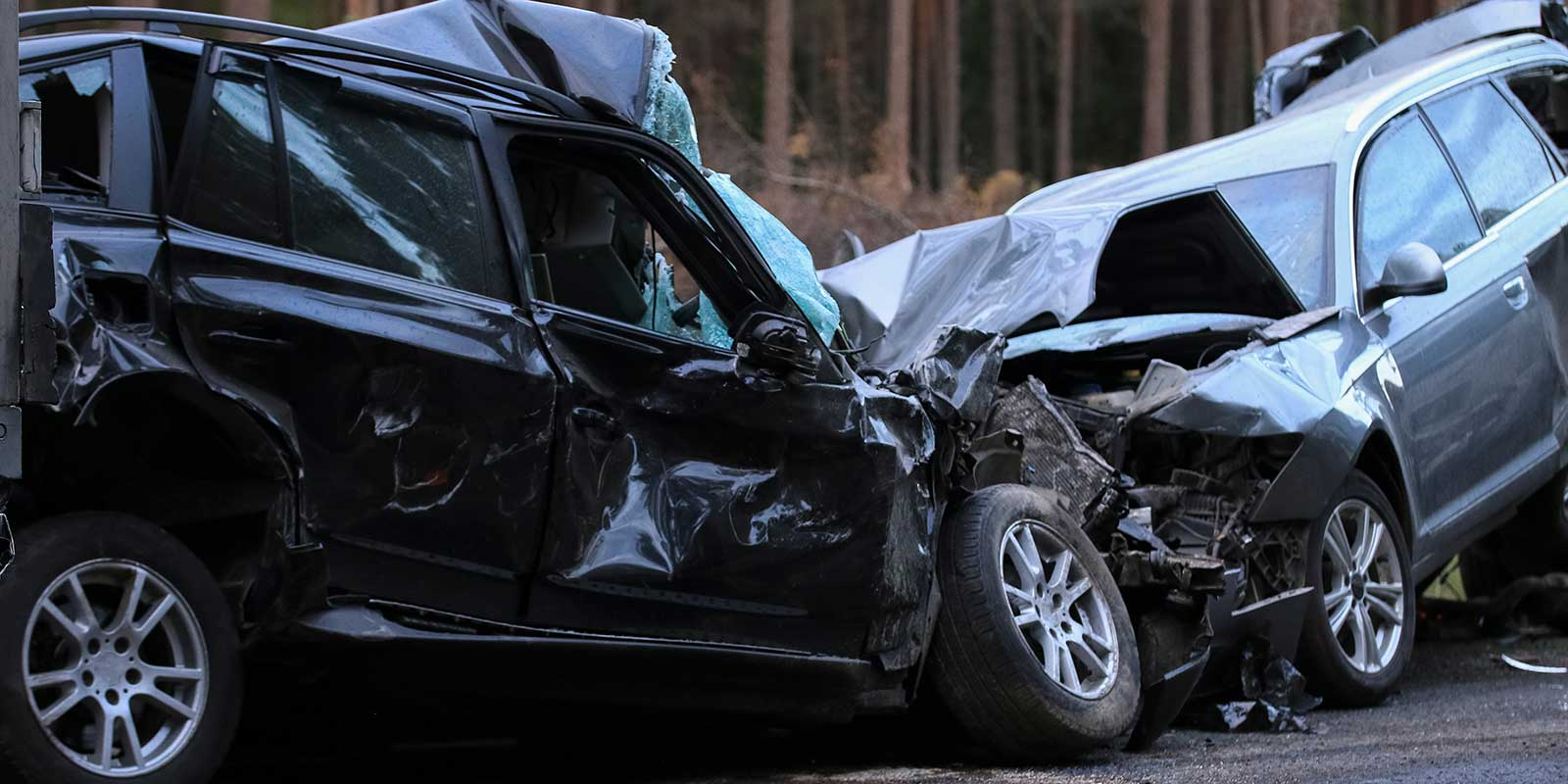 This image shows a head on car accident. A Hickory car accident lawyer will represent victims in all types of vehicle accidents.